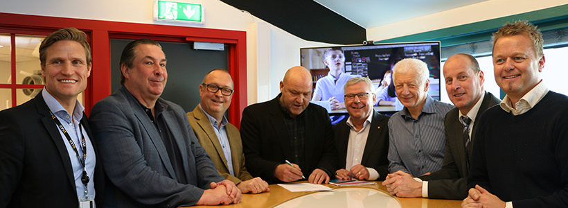 The signing of the EON Reality Norway Contract, Left to Right: Ronny Pedersen (CEO Innit), Mikael Jacobsson (VP EON Reality), Morten Vendstad (CEO Crisis Training), Morten Ørbæk (Dean, Faculty of Education an Natural Sciences), Erik Hanstad (Mayor of Elverum), Einar Busterud (Mayor of Hamar), Thomas Breen (County Commissioner of Hedmark), Are Vindfallet (CEO Making View).